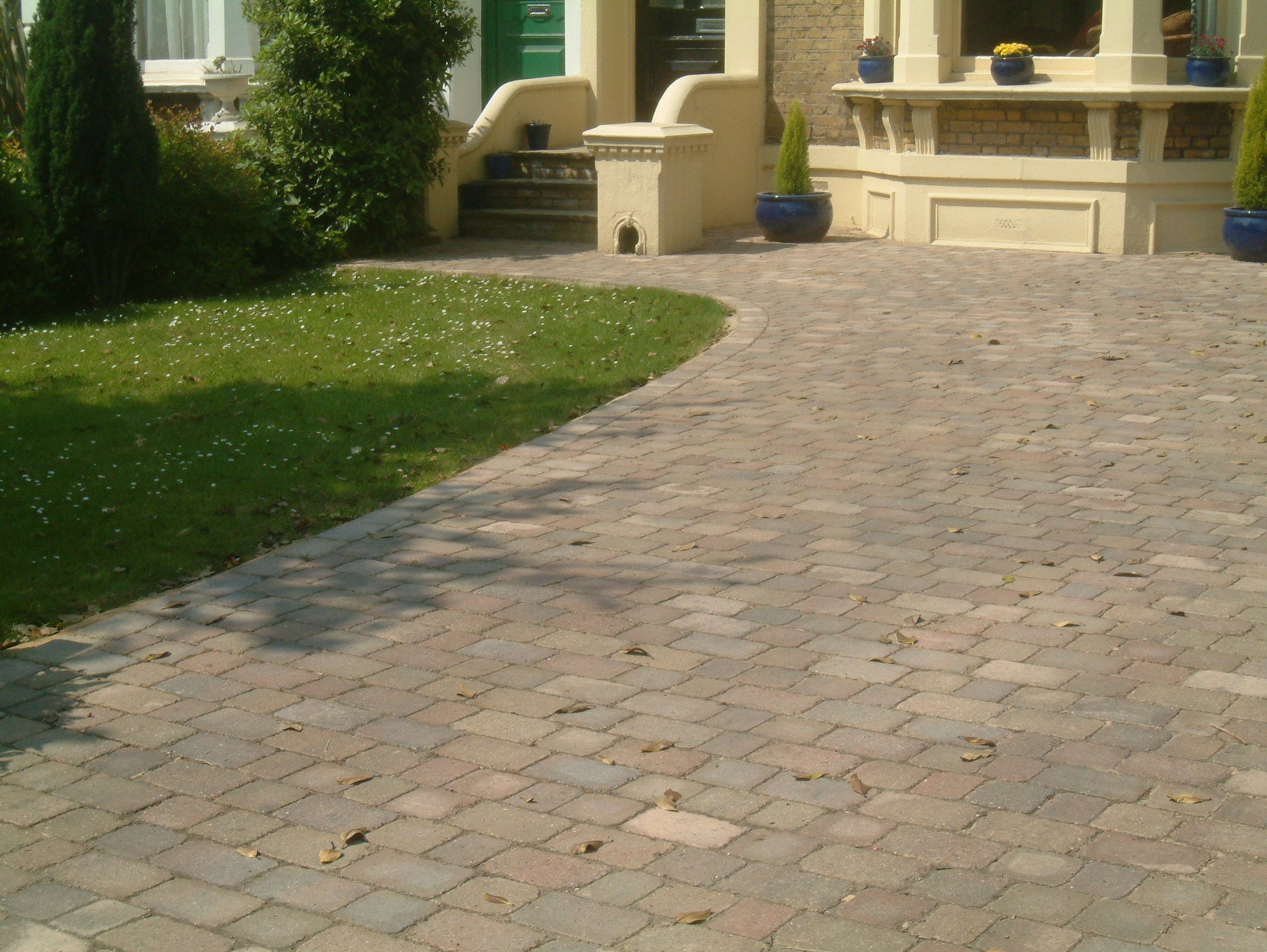Driveway designs best 10 tarmac driveways ideas on pinterest ways to upgrade your home driveway Home driveway design ideas